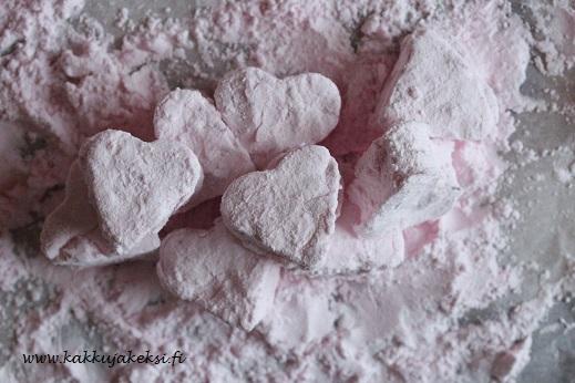 Sydämenmuotoiset mansikkavaahtokarkit